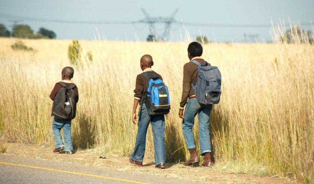 Koulupojat Etelä-Afrikassa